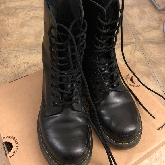 Dr. Martens 1490 Smooth Women Boots 92aaeba7abe7